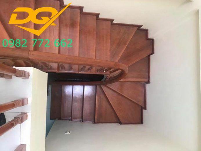 Mặt bậc gỗ tự nhiên lim nam phi tạo vẻ đẹp sang trọng cho ngôi nhà của bạn