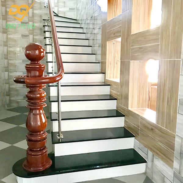 Cầu thang kính hiện đại#12