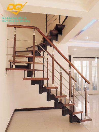 Những mẫu cầu thang inox đơn giản đẹp nhất hiện nay