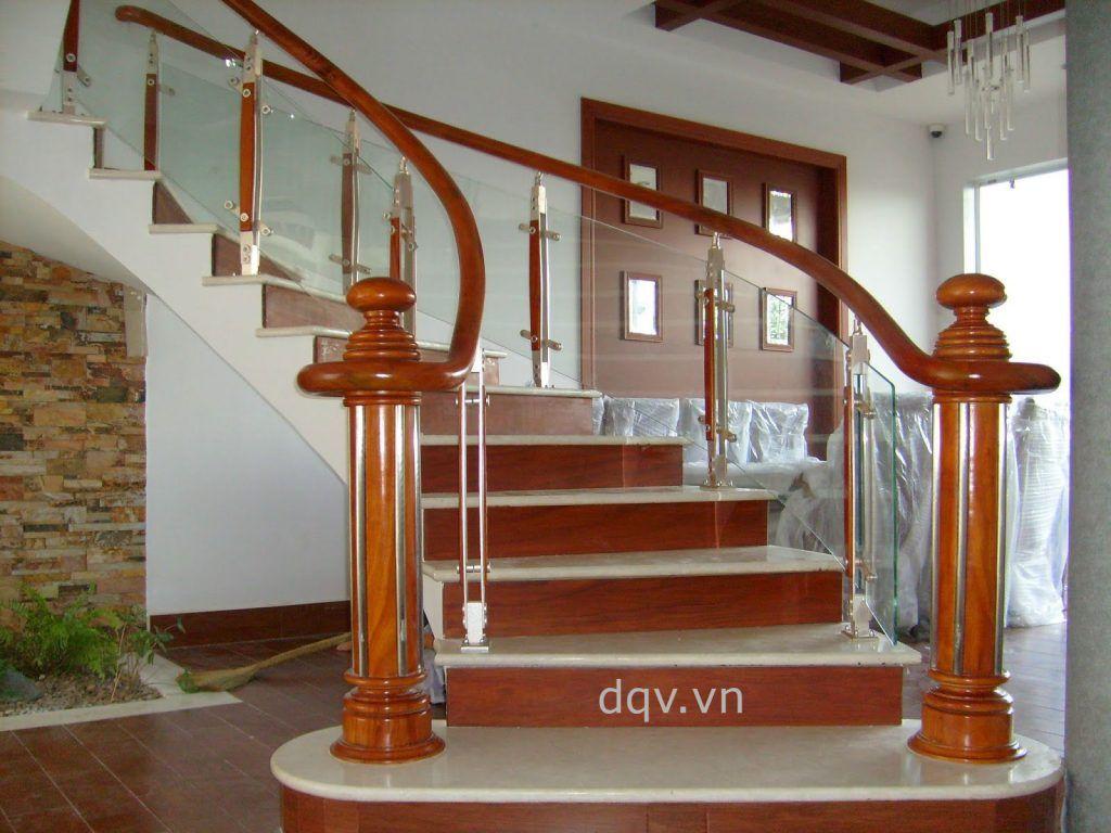 Cầu thang kính cường lực tay vịn gỗ#6