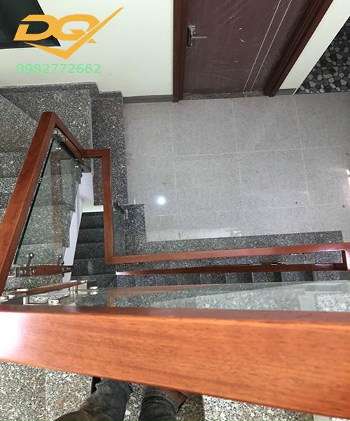 Cầu thang kính hiện đại#28
