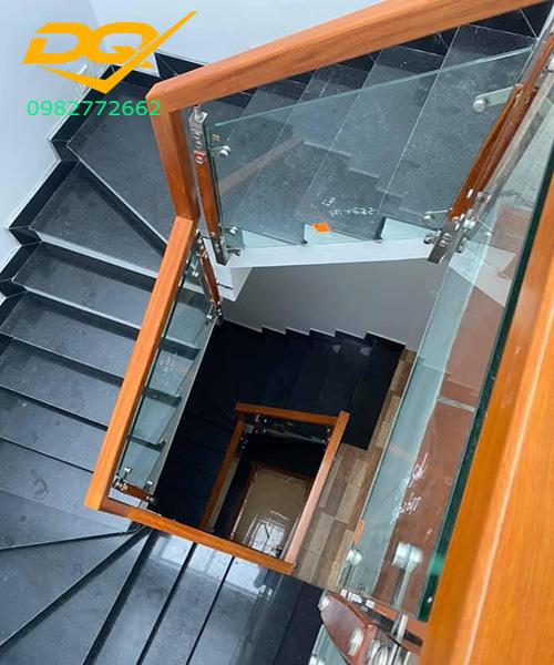 Cầu thang kính hiện đại#30