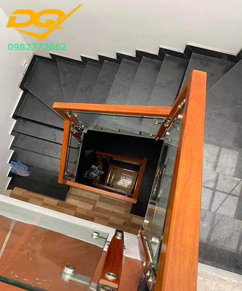 Cầu thang kính hiện đại#31