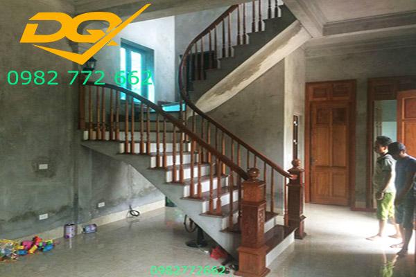 Trụ cầu thang gỗ vuông#9