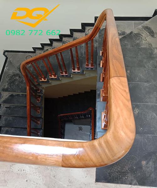 Mẫu Cầu thang gỗ vuông#7