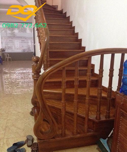 Mẫu Cầu thang gỗ vuông#2