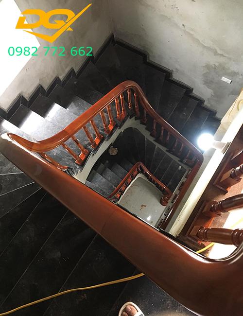 Mẫu Cầu thang gỗ vuông#4