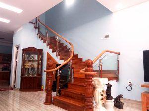 Những mẫu cầu thang đẹp cho nhà ống sang trọng