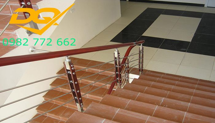 Những mẫu cầu thang inox đơn giản đẹp nhất hiện nay-Mẫu 11