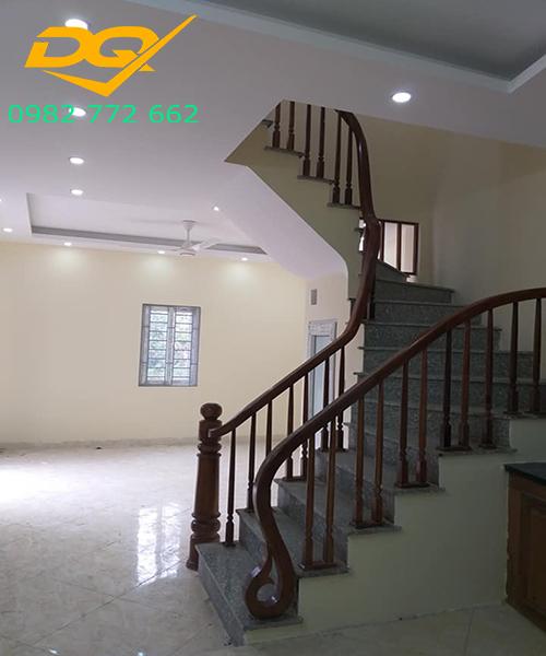 Cầu thang gỗ nghiến đẹp