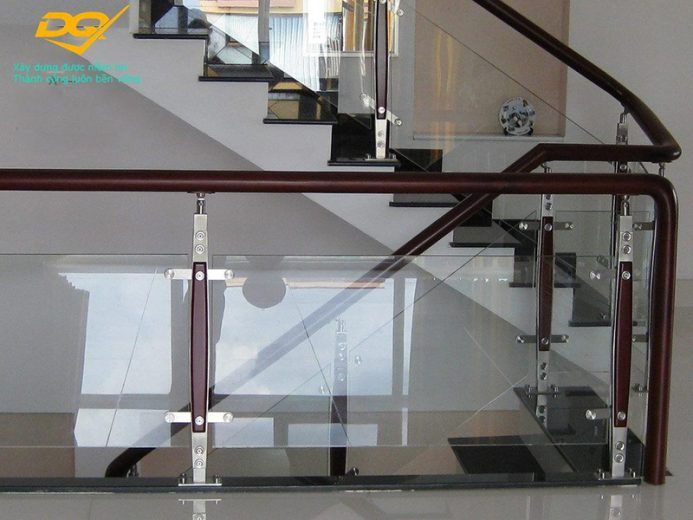 Những mẫu cầu thang inox đơn giản đẹp nhất hiện nay-Mẫu 10