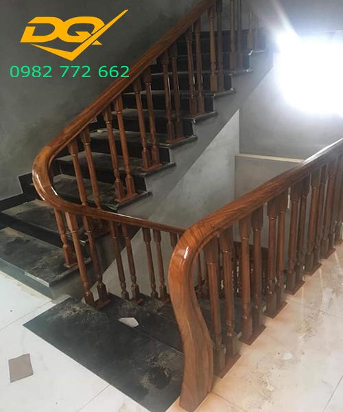 Cầu thang gỗ lim nam phi con tiện kép vuông 4