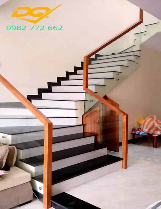 Cầu thang kính_Mẫu 3