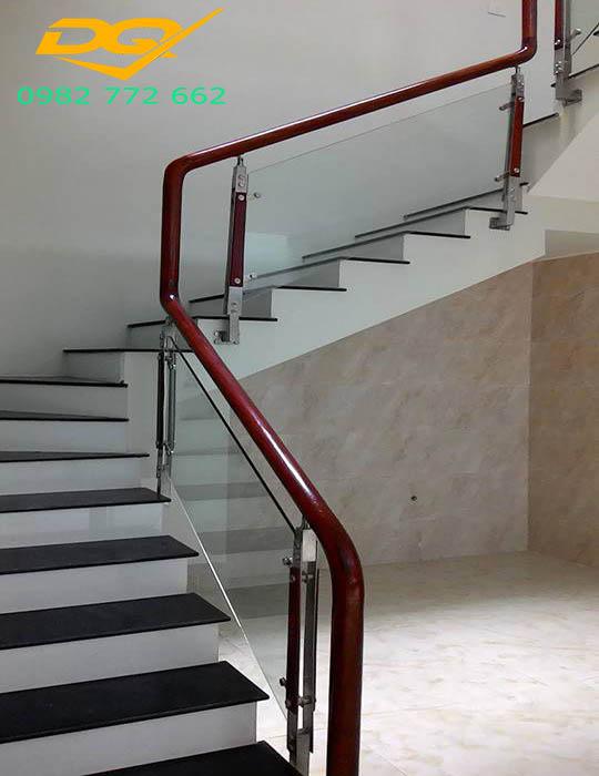 Cầu thang kính_Mẫu 4