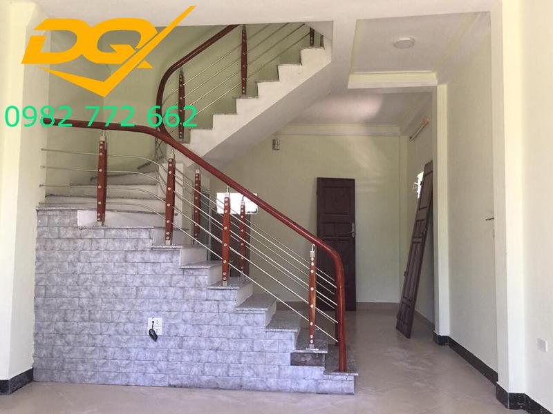 Những mẫu cầu thang inox đơn giản dẹp nhất hiện nay-Mẫu 15