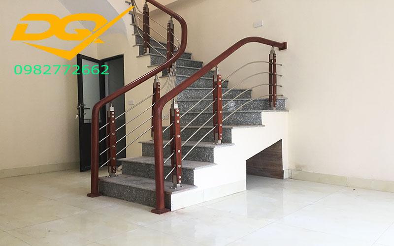 Những mẫu cầu thang inox đơn giản đẹp nhất hiện nay-Mẫu 3