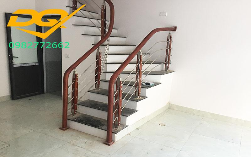 Những mẫu cầu thang inox đơn giản dẹp nhất hiện nay-Mẫu 20