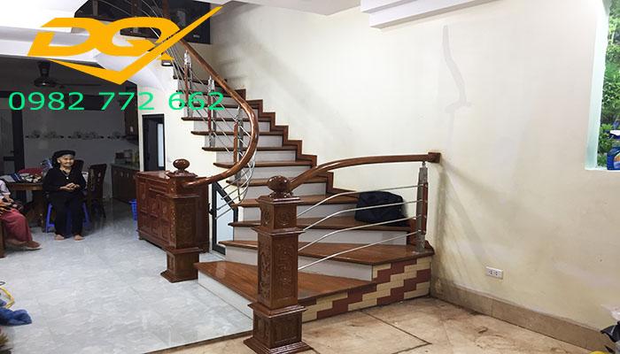 Những mẫu cầu thang inox đơn giản đẹp nhất hiện nay-Mẫu 6