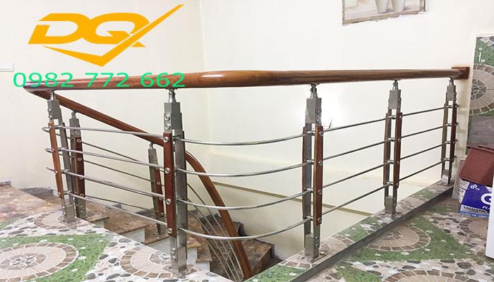 Những mẫu cầu thang inox đơn giản đẹp nhất hiện nay-Mẫu 7