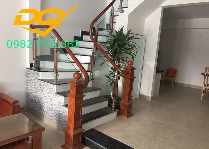 Những mẫu cầu thang inox đơn giản dẹp nhất hiện nay-Mẫu 17