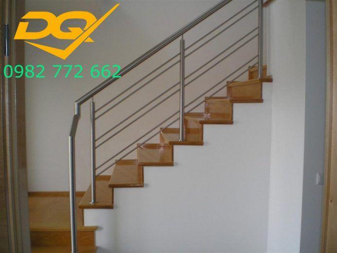 Những mẫu cầu thang inox đơn giản dẹp nhất hiện nay-Mẫu 22