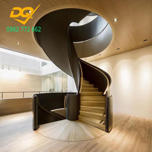 Cầu thang xoắn ốc cũ đẹp - Mẫu 14