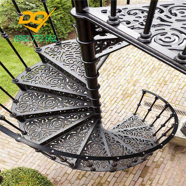 Cầu thang xoắn ốc cũ đẹp - Mẫu 20