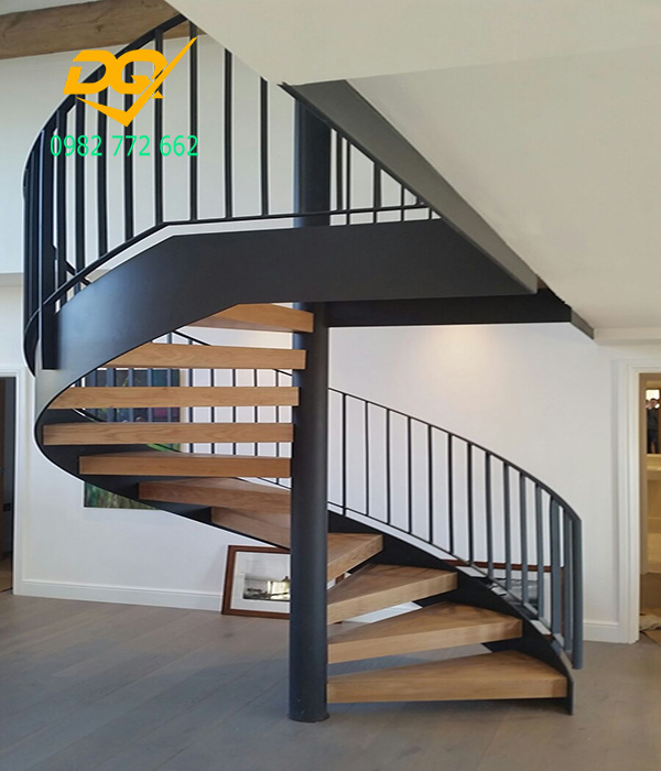 Cầu thang xoắn ốc cũ đẹp - Mẫu 22