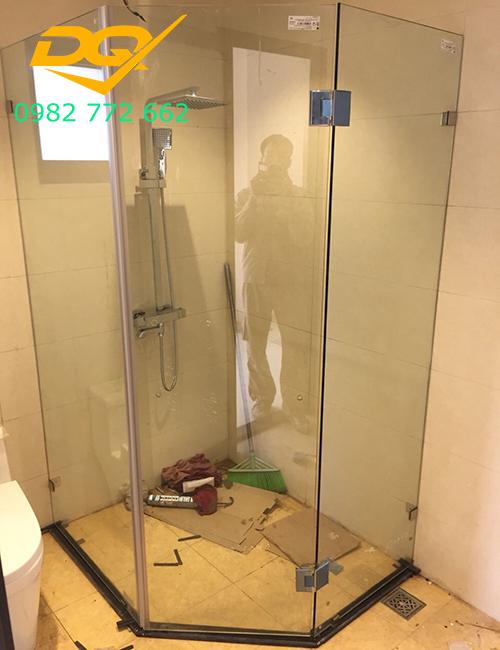 Vách tắm kính cường lực đẹp#1