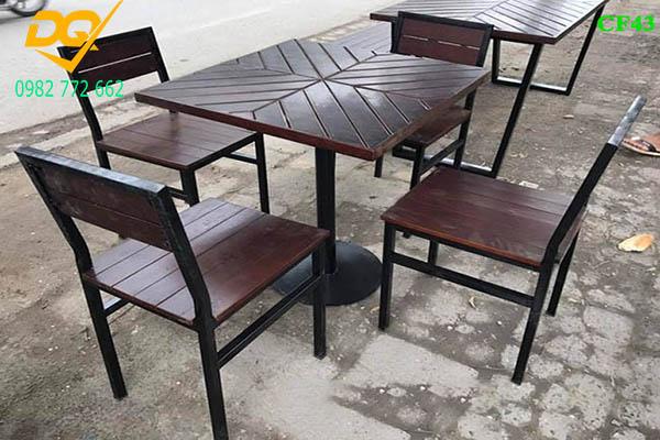 Mẫu bàn ghế chân sắt - 6