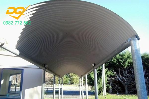 Thiết kế mái tôn vòm che sân trước nhà chống nóng đơn giản đẹp giá rẻ tại  Hà Nội