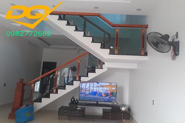 Những lưu ý khi thiết kế phòng khách có cầu thang#3