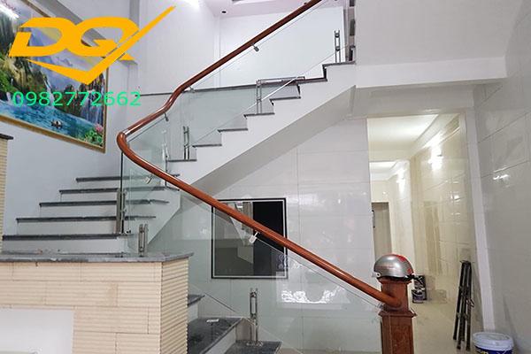 Những lưu ý khi thiết kế phòng khách có cầu thang#2