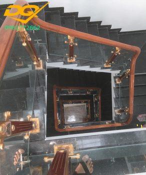 Báo giá cầu thang kính tại Hà Nội